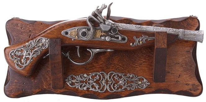 Трофейное оружие Пистоль на Панели SL665932